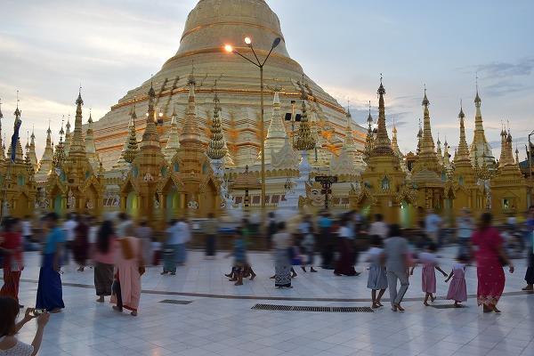 yangon_Shwedagon_Pagoda-07