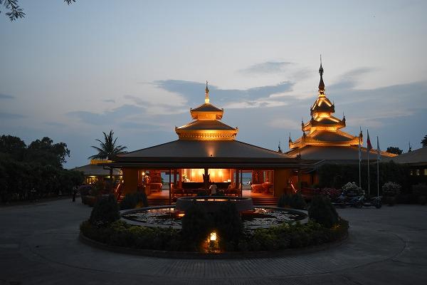 thiripyitsaya-resort-entrance