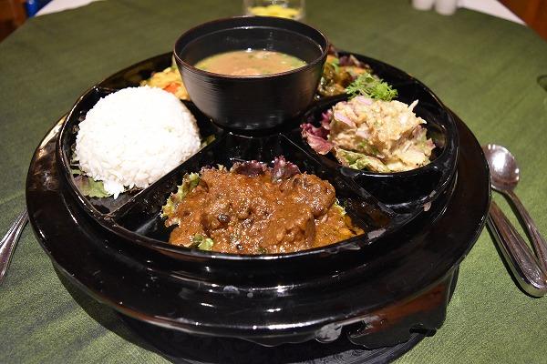 thiripyitsaya-resort-dinner