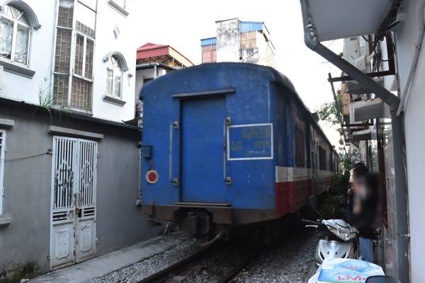 hanoi_train_street-03
