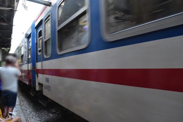 hanoi_train_street-04
