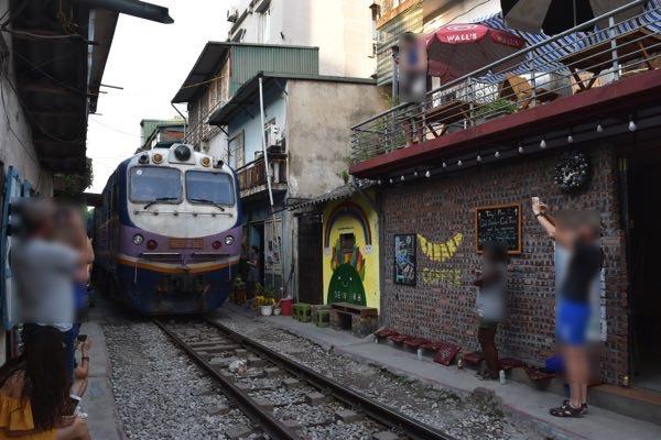 hanoi_train_street-07