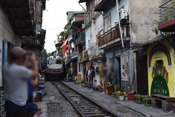 hanoi_train_street-08