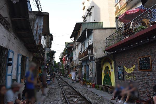 hanoi_train_street-09