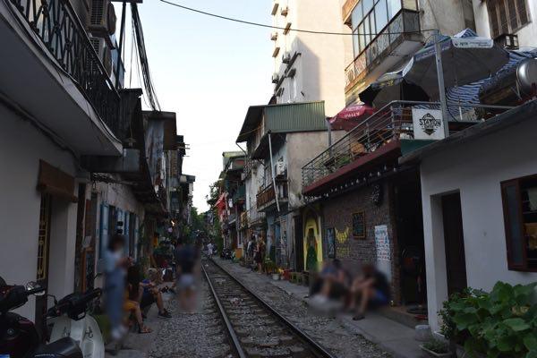 hanoi_train_street-10