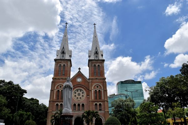 notre-dame-cathedral-basilica-of-saigon-01