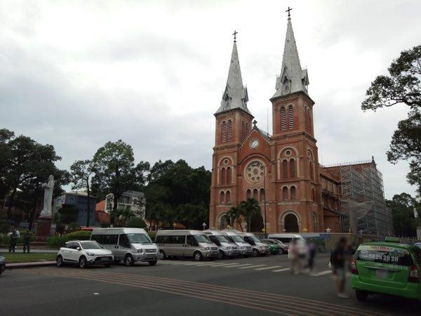 notre-dame-cathedral-basilica-of-saigon-02