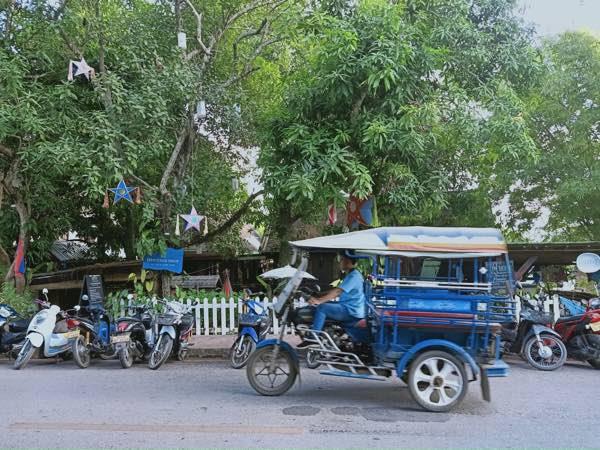 laos-luang-prabang-Dec-2019-18