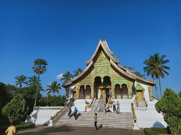 laos-luang-prabang-Dec-2019-23