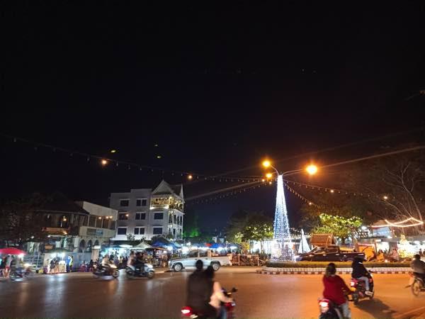 laos-luang-prabang-Dec-2019-245