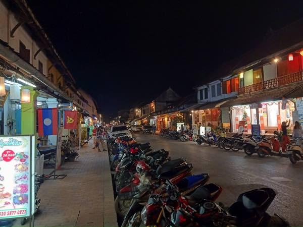 laos-luang-prabang-Dec-2019-249