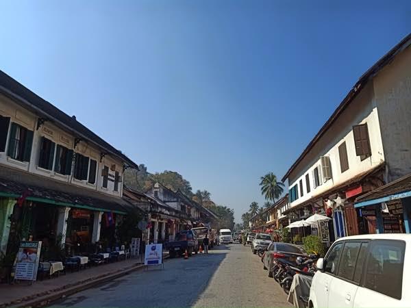 laos-luang-prabang-Dec-2019-276