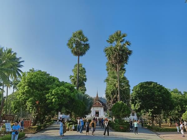 laos-luang-prabang-Dec-2019-28