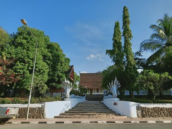 laos-luang-prabang-Dec-2019-32