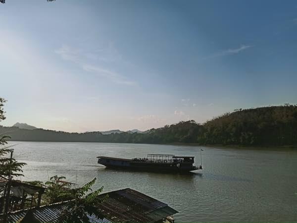 laos-luang-prabang-Dec-2019-39
