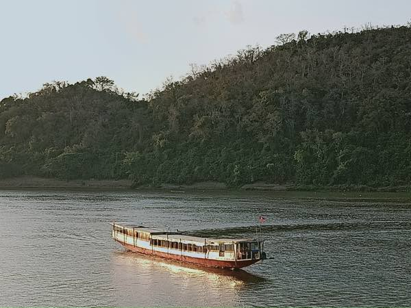 laos-luang-prabang-Dec-2019-43