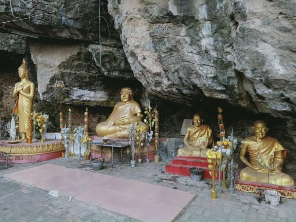 laos-luang-prabang-Dec-2019-54