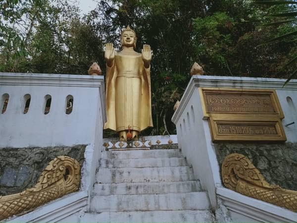 laos-luang-prabang-Dec-2019-56
