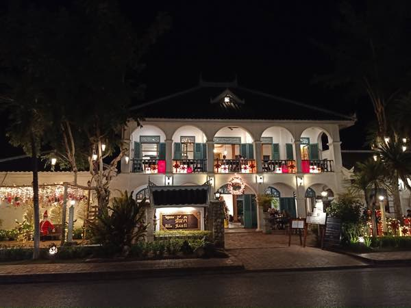 laos-luang-prabang-Dec-2019-95