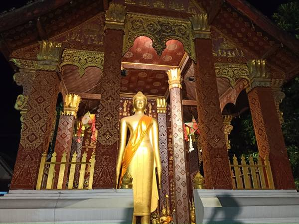 laos-luang-prabang-Dec-2019-96