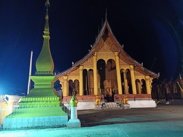 laos-luang-prabang-Dec-2019-97